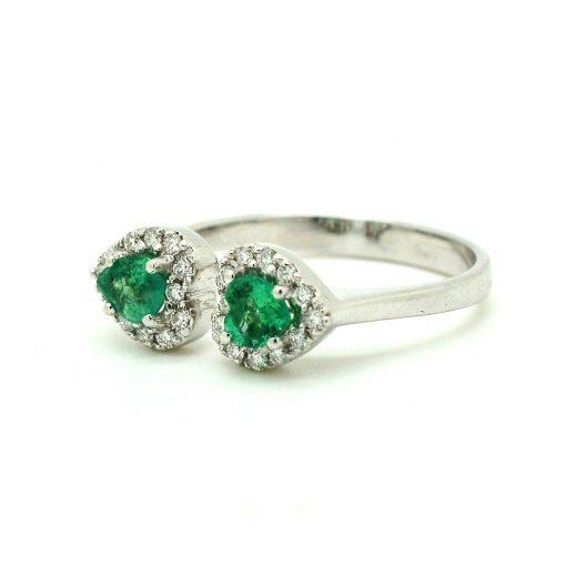 anello anelli con smeraldi taglio cuore e diamanti brillanti