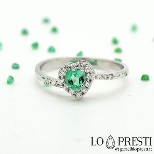 anello con smeraldo cuore e diamanti brillanti oro bianco 18kt