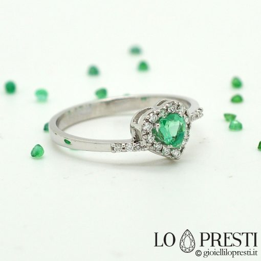 anello cuore con smeraldo e diamanti brillanti oro bianco 18kt