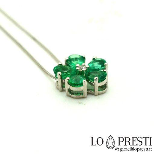 ciondolo smeraldo goccia ciondoli smeraldi taglio goccia diamanti oro drop cut emerald pendants in 18kt white gold and diamonds