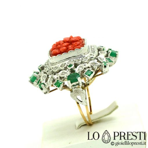 anello con corallo e brillanti smeraldi anello con corallo rosso ring with red coral diamonds and emeralds made in Italy