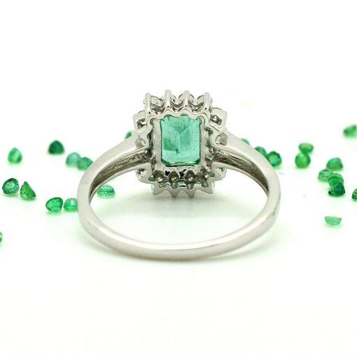 anello con smeraldo rettangolare e diamanti oro bianco 18kt anelli con smeraldo